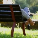 Schlafen auf Parkbank